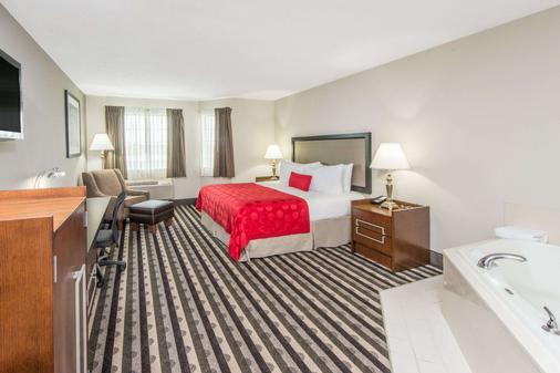 Ramada by Wyndham Springfield North - Springfield - Bedroom