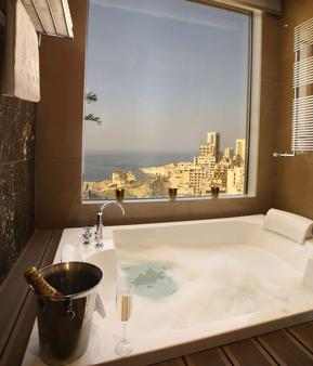 Lancaster Hotel Raouche - Beirut - Bathroom