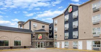 Super 8 by Wyndham Grande Prairie - Grande Prairie - Edificio