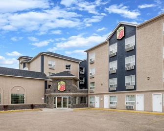Super 8 by Wyndham Grande Prairie - Grande Prairie - Building