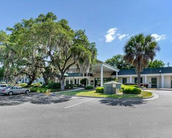 Quality Inn At Town Center - Beaufort - Building