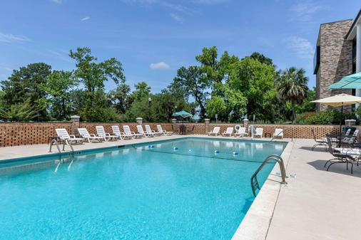 Quality Inn At Town Center - Beaufort - Pool