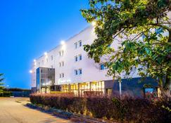 Comfort Hotel Aeroport Lyon St Exupery - Colombier-Saugnieu - Building