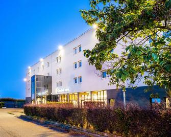 Comfort Hotel Aeroport Lyon St Exupery - Colombier-Saugnieu - Gebouw
