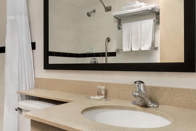 Days Inn & Suites Moncton - Moncton - Baño
