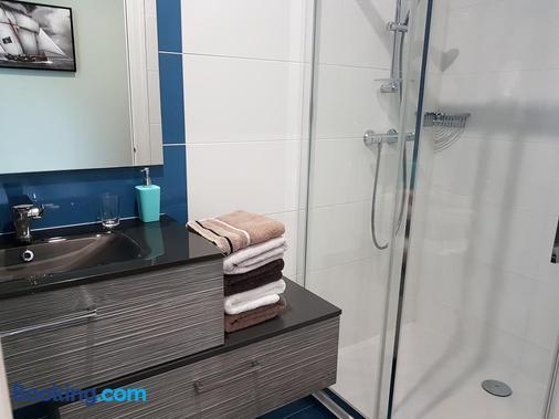 Les Chambres d'hôtes l'Hermine - Bazouges-la-Pérouse - Bathroom