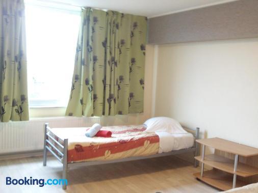 Charleroi Apartotel Des Jardins De La Fontaine Qui Bout - Charleroi - Bedroom