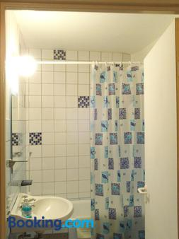 Charleroi Apartotel Des Jardins De La Fontaine Qui Bout - Charleroi - Bathroom