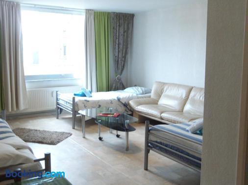 Charleroi Apartotel Des Jardins De La Fontaine Qui Bout - Charleroi - Living room