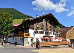Hotel Neue Krone - Mittelberg - Gebouw