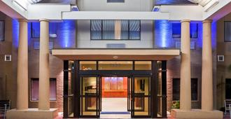 Holiday Inn Express & Suites Laredo-Event Center Area - לארדו