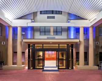 홀리데이 인 익스프레스 & 스위트 - 라레도-이벤트 센터 에어리어 - 러레이도 - 건물