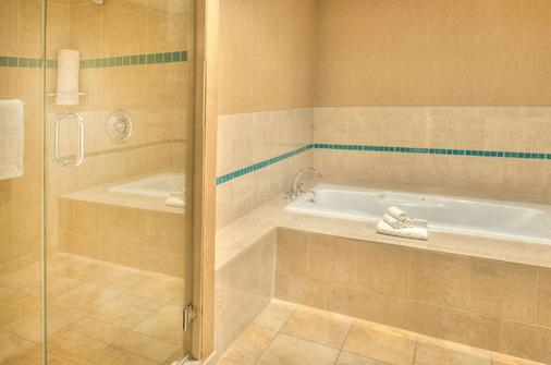 DoubleTree by Hilton Hotel St. Louis - Chesterfield - Chesterfield - Bathroom
