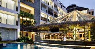 Fairfield by Marriott Bali Legian - Kuta - Building