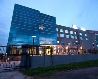 The Golden Plaza Hotel & Spa - Chandigarh - Building