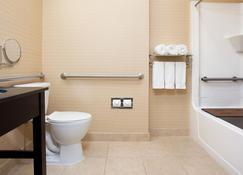 Holiday Inn Express & Suites Allentown West - Allentown - Bathroom