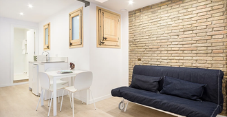 Bcnstop Sagrada Familia Apartments - Barcelona - Sala de estar