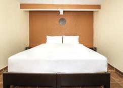 Capital O Villas San Francisco Hotel - Huichapan - Schlafzimmer