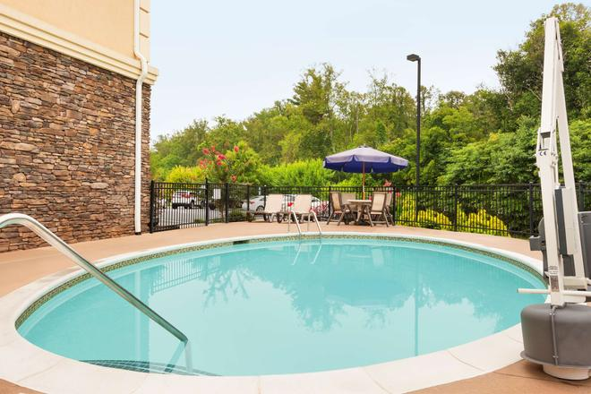 Country Inn & Suites by Radisson, Asheville West - Asheville - Pool