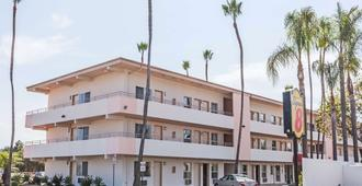 Super 8 by Wyndham Santa Barbara/Goleta - Goleta
