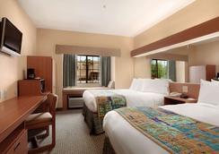 Microtel Inn & Suites by Wyndham Panama City - Panama City - Κρεβατοκάμαρα