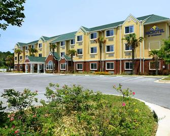 Microtel Inn & Suites by Wyndham Panama City - Панама-Сіті - Building