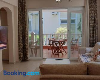 16 Jasmine Apartment Botanic Gardens - Dalaman - Living room