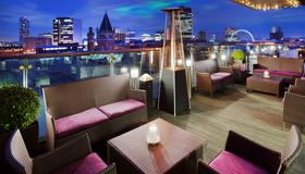 DoubleTree by Hilton Hotel Manchester - Piccadilly - Manchester - Balcony
