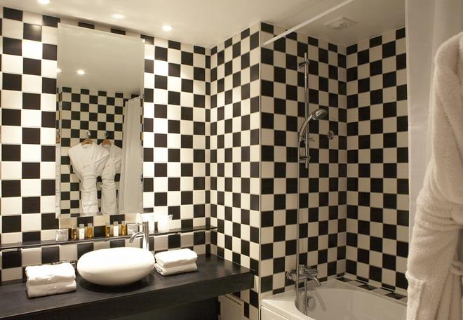 Grand Tonic Hotel Biarritz - Biarritz - Bathroom