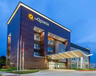 La Quinta Inn & Suites by Wyndham Dallas Duncanville - Duncanville - Building