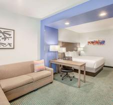 La Quinta Inn & Suites by Wyndham Dallas Duncanville