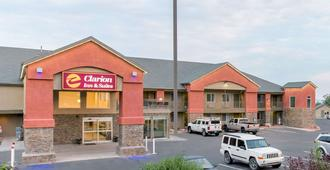 Clarion Inn and Suites Cedar City Gateway to National Parks - Cedar City - Rakennus
