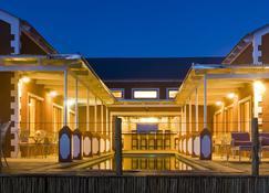 River Crossing Lodge - Windhoek - Building