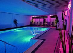 Hotel Krone - Baiersbronn - Pool