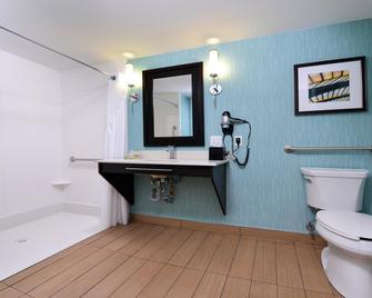 Holiday Inn Hotel & Suites Edmonton Airport Conference Centre - Nisku - Bathroom