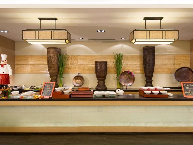 Quest Hotel & Conference Center - Cebu - Себу - Шведский стол