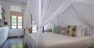 Charming White Room - Коломбо - Спальня