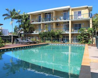Broadwater Keys Holiday Apartments - Labrador - Pool