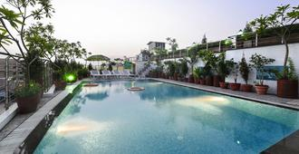 Hotel Taj Resorts - Agra - Piscina