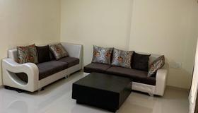 Sea View Room With Reasonable Price In Parel - Mumbai - Living room