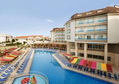 Ramada Resort by Wyndham Side - Side (Antalya) - Uima-allas