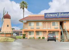 Howard Johnson by Wyndham, Modesto Ceres - Modesto - Building