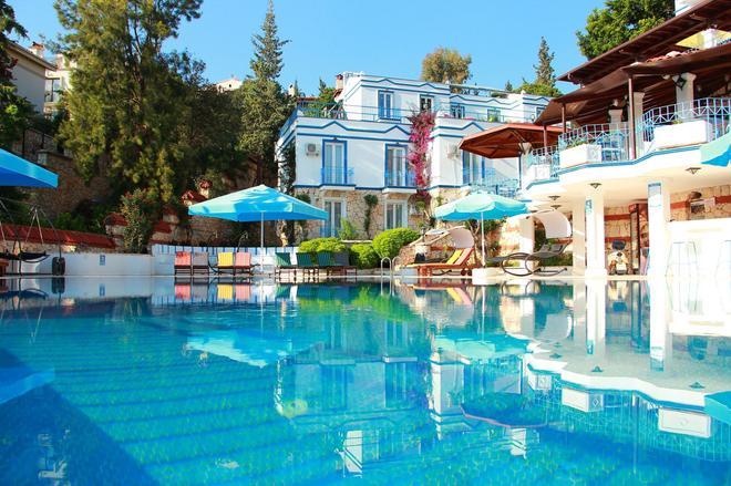 蘇斯飯店 - 卡斯 - 游泳池