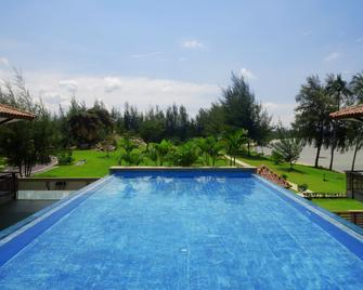 Holiday Villa Pantai Indah - Lagoi - Pool