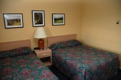 Twin Pine Inn & Suites - Hinton - Κρεβατοκάμαρα