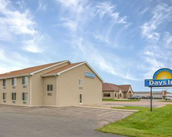 Days Inn by Wyndham Worthington - Worthington - Building