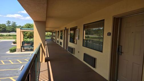 Best Western Inn & Suites of Macon - Macon - Balcony