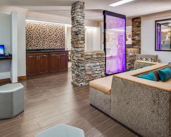 Best Western Inn & Suites of Macon - Macon - Living room