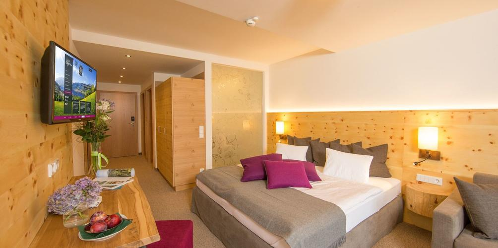 Hotel Stadt Wien Zell Am See Compare Deals