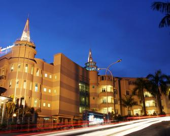 Grand Eska Hotel and Residences - Lubuk Baja - Building